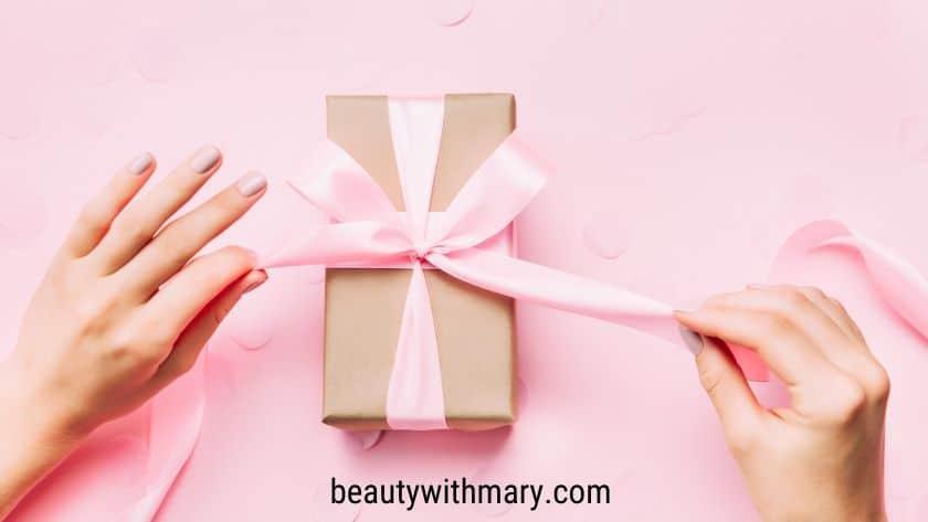 Avon rep gift when shopping Avon brochure